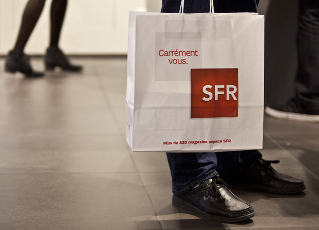 An empty bag: No phones at the SFR store.