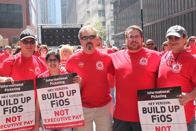 Verizon workers attend a mass rally at Verizon headquarters on July 25, 2015. (Image: CWA)